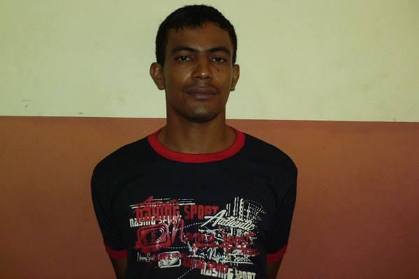 PROCURADO!!  Este é Jairo da Silva Holanda . (irmão de Charly da Silva Holanda).