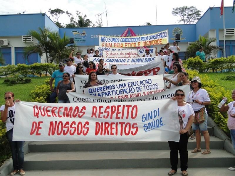 Servidores da Saúde e Educação protestam para pedir respeito, ética  e dignidade