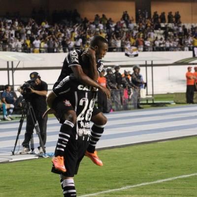 Jogando em 'casa', Corinthians vence o Goiás no Mangueirão