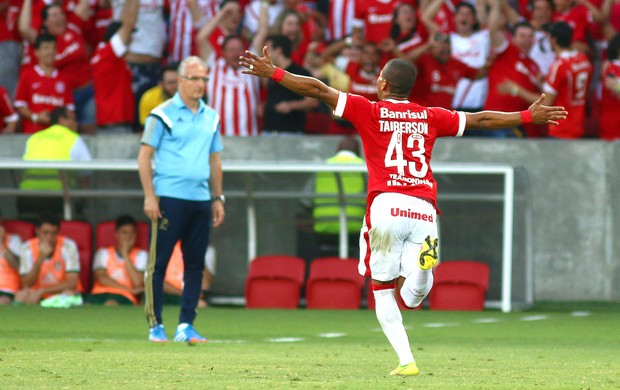 Taiberson comemora gol do Internacional contra o Palmeiras (Foto: Lucas Uebel / Getty Images)