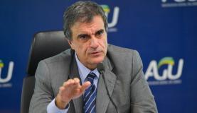 Brasília - O advogado-geral da União, José Eduardo Cardozo, fala sobre a anulação da votação do processo de impeachment de Dilma Rousseff na Câmara (Jose Cruz/Agência Brasil)
