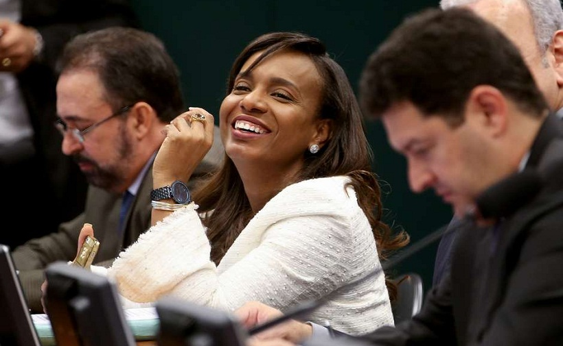 Tia Eron teve atuação de destaque na aprovação Foto: Wilson Dias/Agência Brasil
