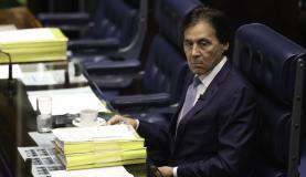 O presidente do Senado, Eunício Oliveira, na votação da MP que altera limites da Floresta Nacional do Jamanxim. (Foto:Fabio Rodrigues Pozzebom/Agência Brasil)
