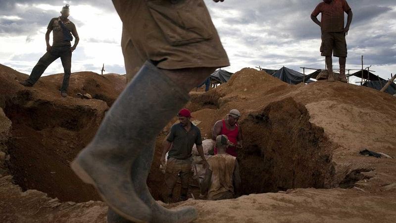 Deslizamento de terra em mina deixa 6 mortos e 11 feridos — Colômbia