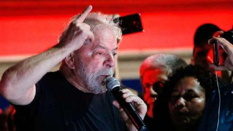 PT anuncia Lula como candidato a presidência