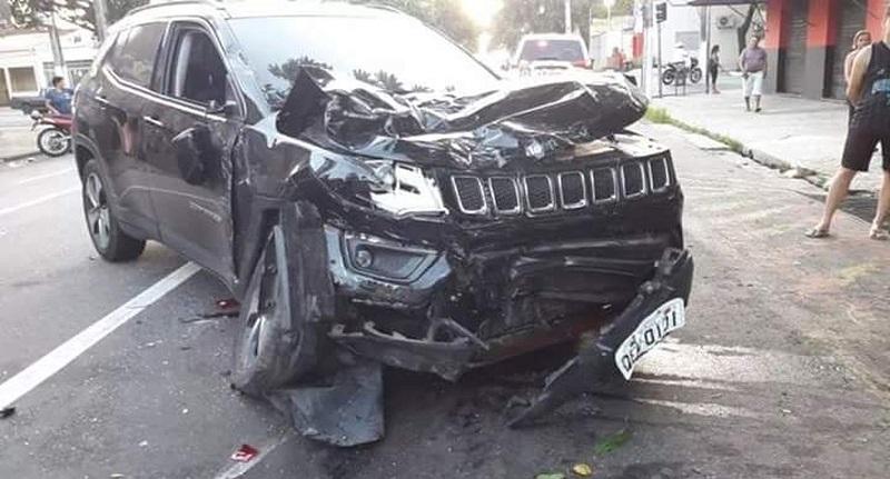 Carro de Giovanni Maiorana ficou destruído pela força da colisão. Duas pessoas morreram e uma ficou ferida — Foto: Reprodução/TV Liberal