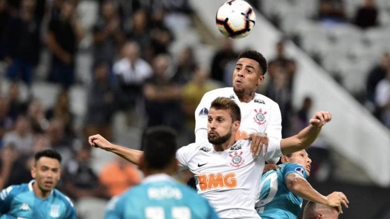 Corinthians empata com Racing no finalzinho do jogo em duelo pela ... 3131917d03451