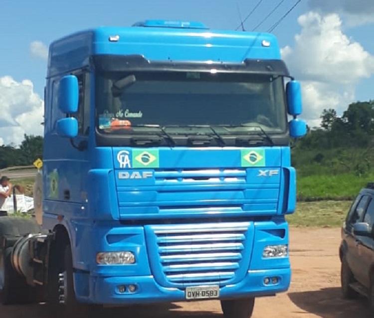 O Presidente Jair Bolsonaro chegou no local da inauguração em um caminhão, ele percorreu alguns quilômetros no trecho que foi pavimentado pelo Exército, em seu governo.(Foto:Ricardo Foresti)