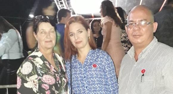Diretora da Escola Tancredo Neves, Professora Franciele Deon e Claudinho Leite na troca de comando do 53 BIS (Foto:Claudinho Leite)