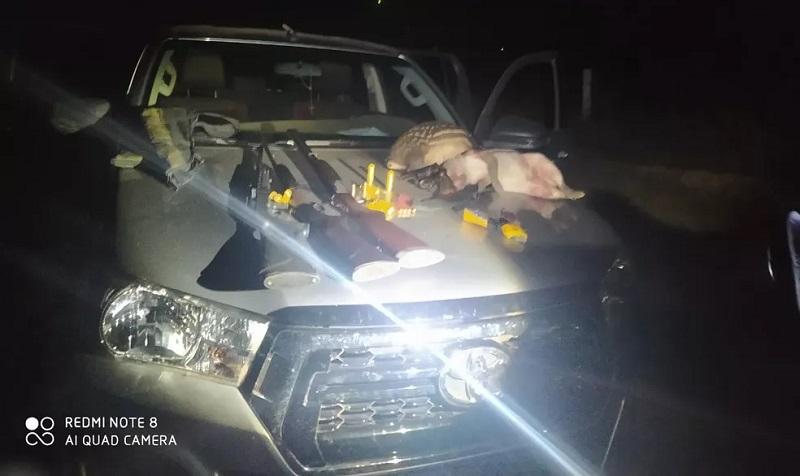 Armas e animais abatidos estavam com o prefeito e outras três pessoas — Foto: Batalhão Ambiental da Polícia Militar de Mato Grosso