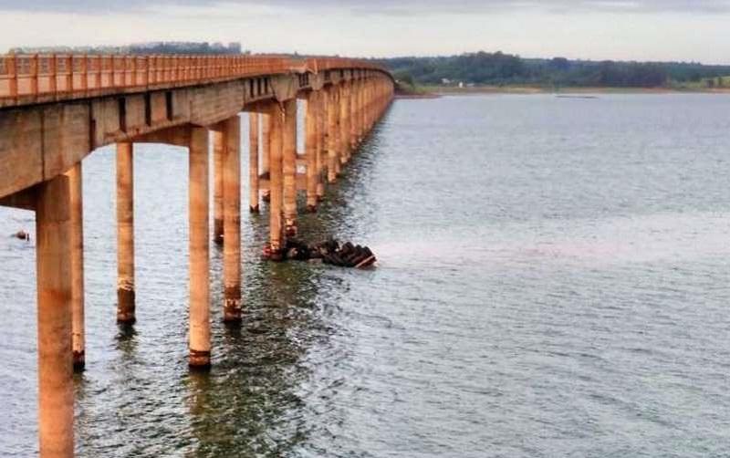 Veículo caiu em represa  -Foto© Fornecido por RedeTV! Veículo caiu em represa