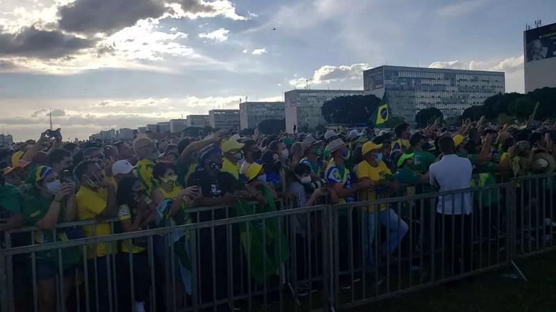 Multidão poucas vezes vista lotou a Esplanada dos Ministérios em apoio ao presidente Jair Bolsonaro - Foto: redes sociais(reprodução).